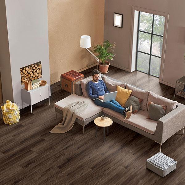 pluta podna obloga HRAST DARK ONYX WICREC-OAKDO1 Posetite centar podnih obloga Floor Experts
